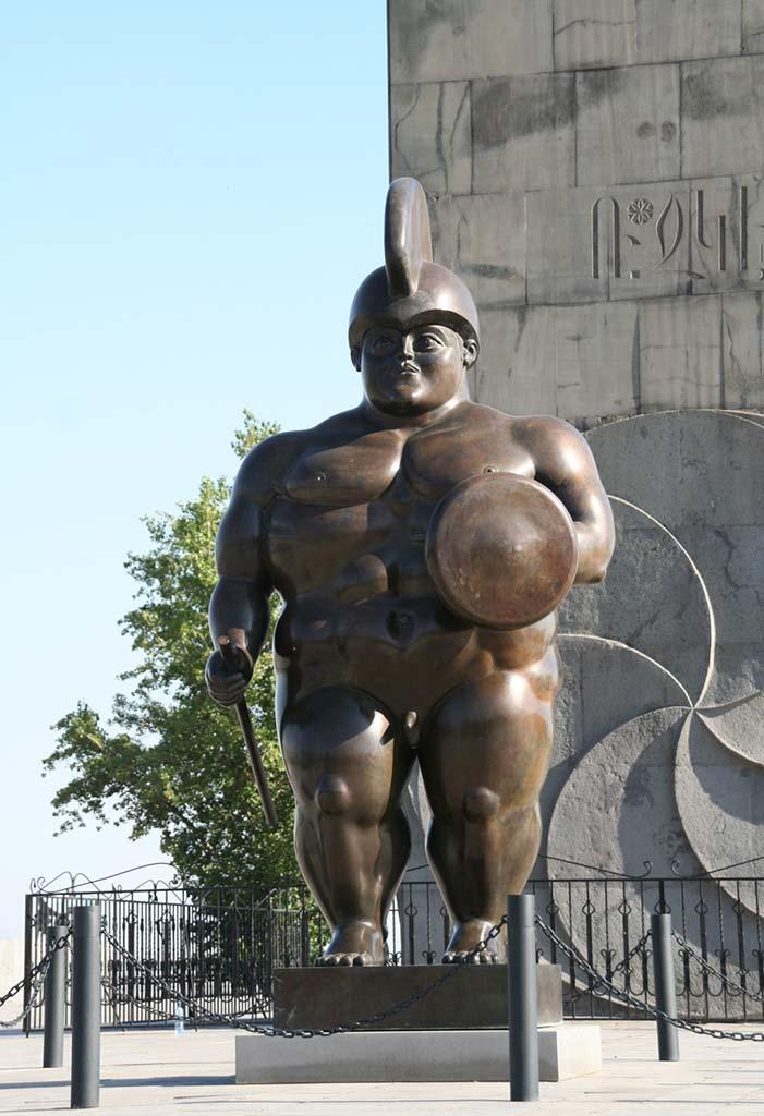 "Фернандо Ботеро (Fernando Botero) sculpture ""Статуя римского воина   Roman Warrior Statue"""