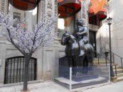 "Фернандо Ботеро (Fernando Botero) sculpture ""The Volumptuous Man"""