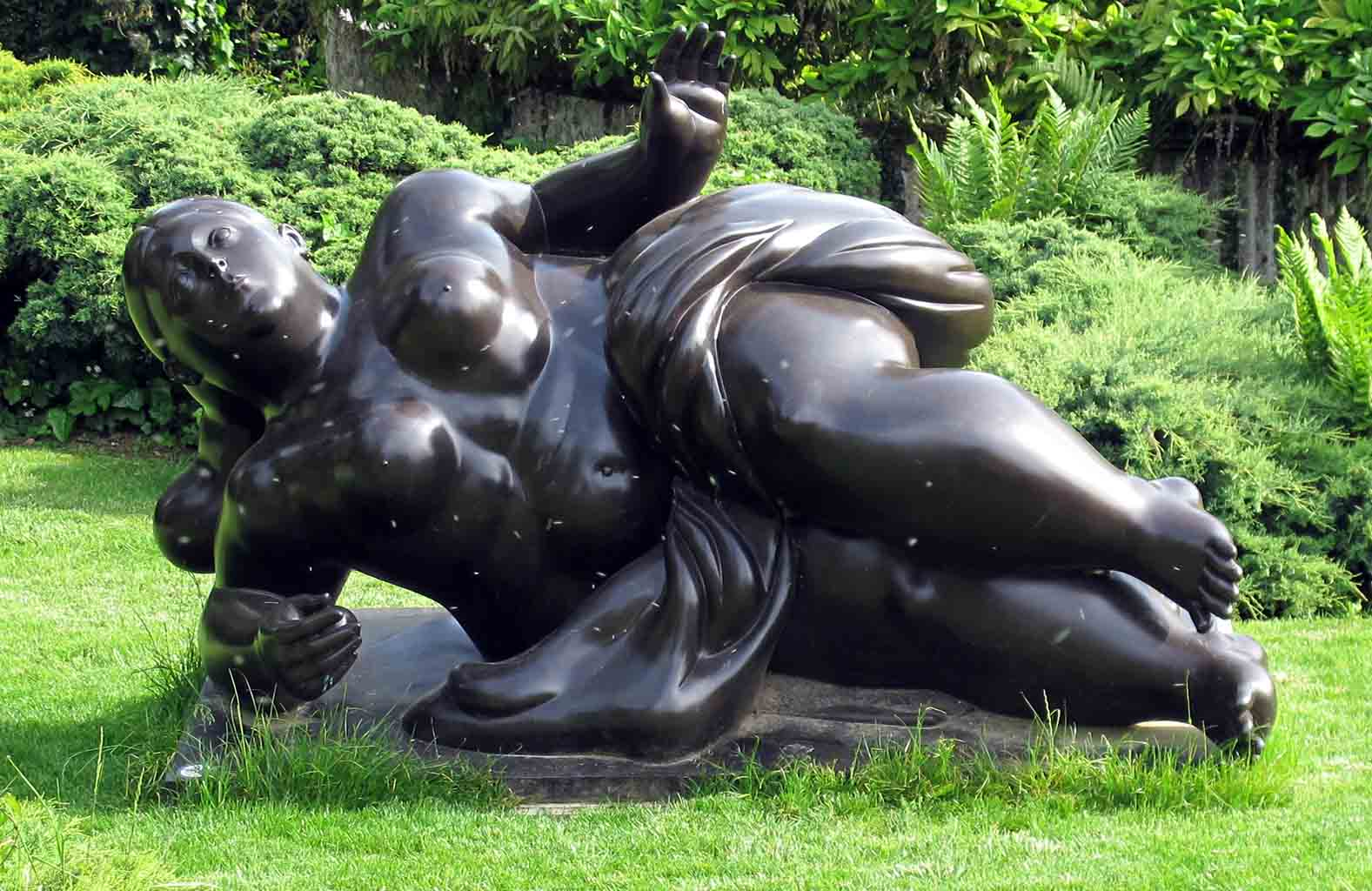 "Фернандо Ботеро (Fernando Botero) sculpture ""Ragazza con palla 