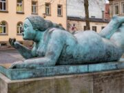 "Фернандо Ботеро (Fernando Botero) sculpture ""Женщина с фруктом | Liegende mit Frucht | Woman with Fruit"""