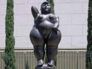 "Фернандо Ботеро (Fernando Botero) sculpture ""Pensamiento"""