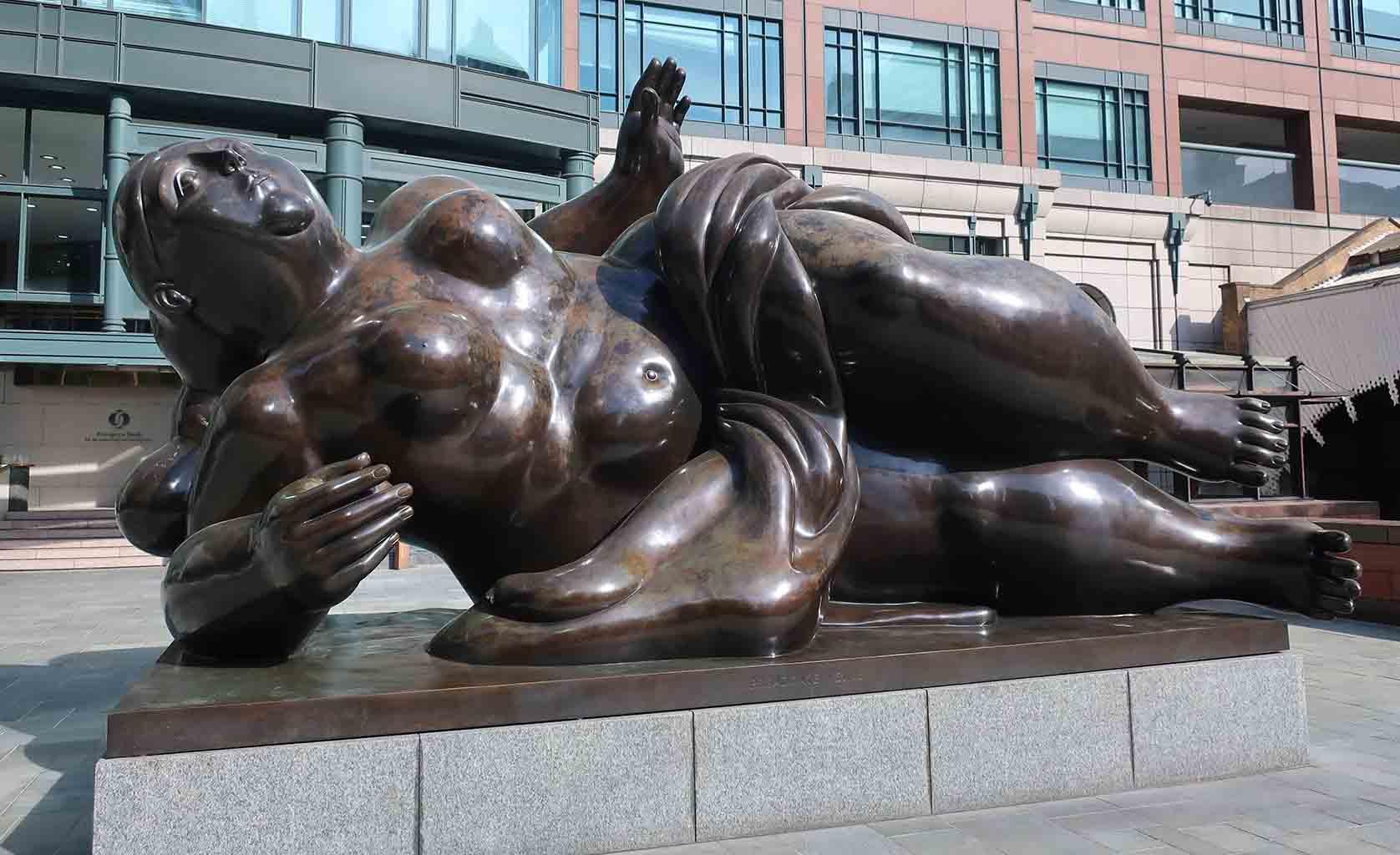 "Фернандо Ботеро (Fernando Botero) sculpture ""Broadgate Venus"""