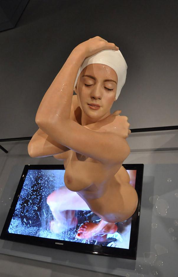 "Кэрол Фейерман (Carole A. Feuerman) ""Monumental Shower with Video Installation"""