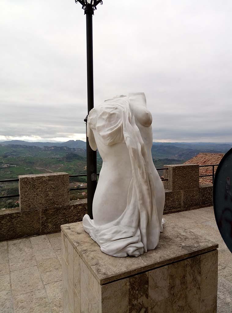 Сан Марино - 21 (San Marino sculpture)