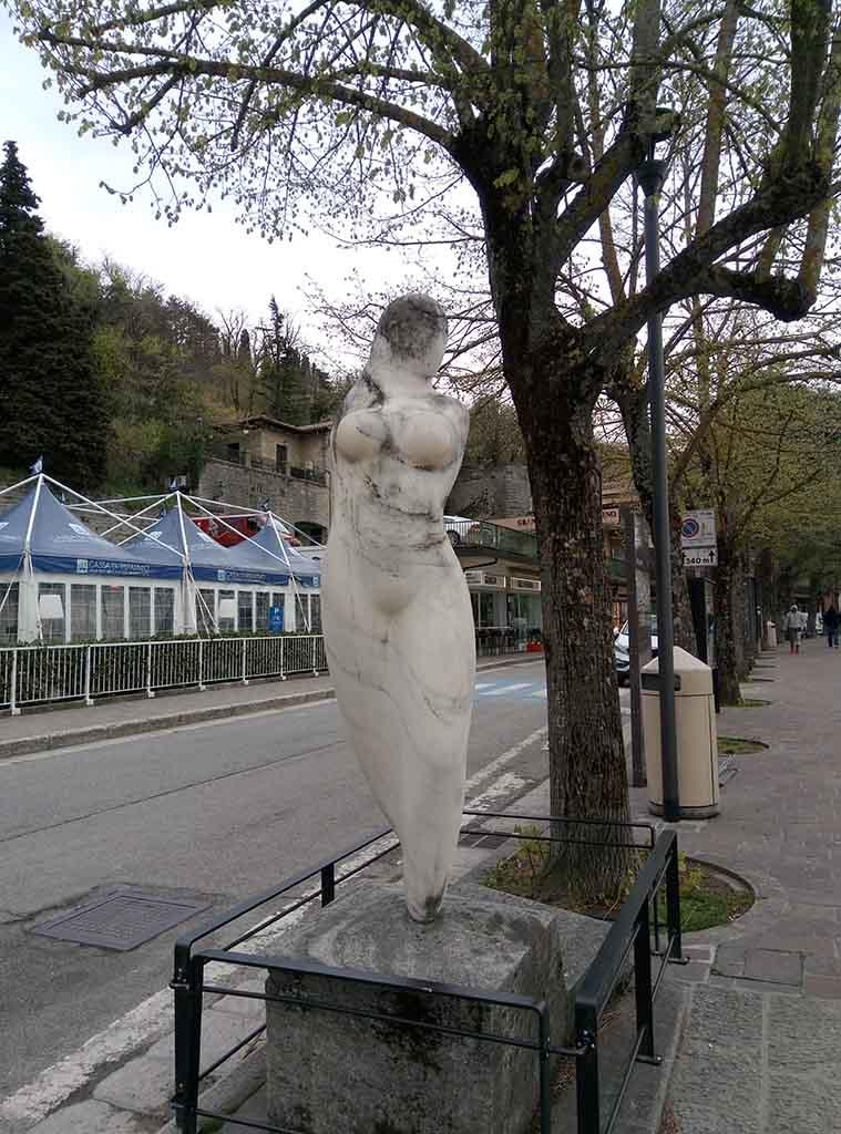 Сан Марино - 23 (San Marino sculpture)
